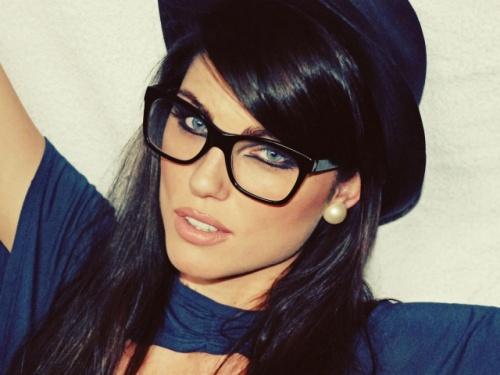 очки в красивой оправе